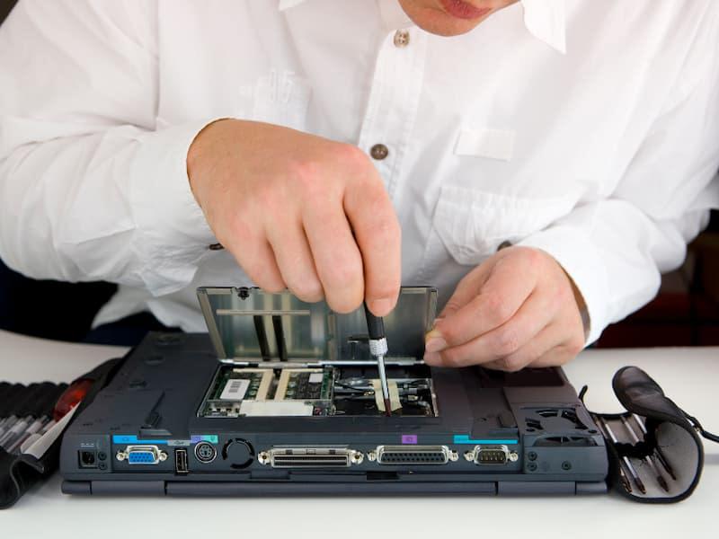 Lý do nên sử dụng dịch vụ sửa laptop Huyện Nhà Bè